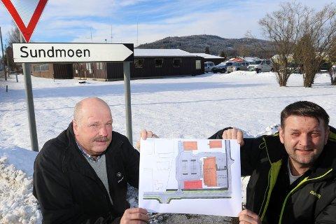 PLASS HER: Ordfører Ørjan Bue og prosjektleder Terje Skymoen ønsker politiet inn i beredskapssenteret som skal bygges her.