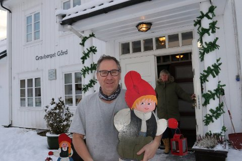 ER KLARE: HAns Erik Forårssveen og Anne Britt Myrvold er klare til stort julemarked i Gravberget i helga.