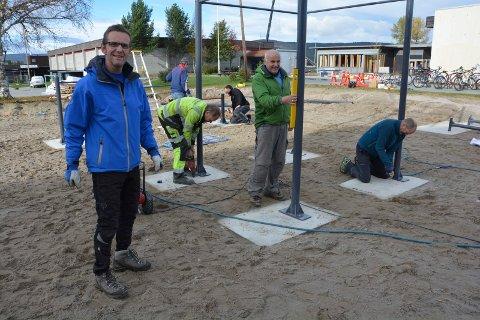 PENGER: Sist sommer ble det jobbet med uteområdene rundt Tynset-skolene, der blant annet Tufteparken tok form. Nå får Tynset kommune 700.000 kroner til sykkelparkering.