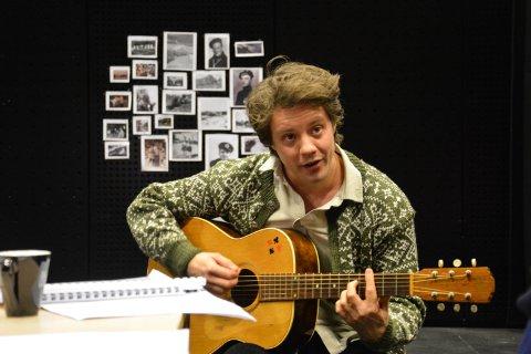 DEN UNGE HALVOR: Espen Mauno spiller den unge Halvor Skramstad.