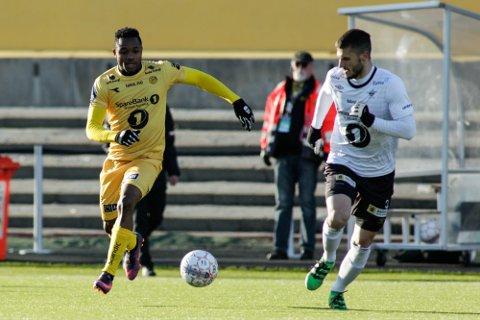 PÅ ETTERSKUDD: Igor Cukovic og resten av Elverum fikk det tøft mot Kachi og resten av Bodø/Glimt på Aspmyra stadion mandag kveld. (Foto: Mats Torbergsen / NTB scanpix)