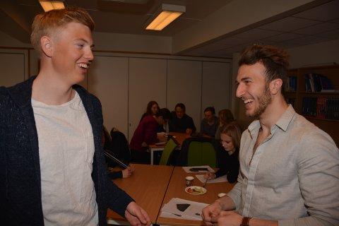 MØTTES IGJEN: Adib Waez (til høyre) og leder Erlend Kvittum Nytrøen for Ungdomsrådet for Fjellregionen gikk i parallelklasser på Tynset ungdomsskole da Adib kom til Norge i 2013. I går møttes de igjen for å snakke om integrering.