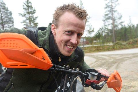 KLAR: Ståle Sømåen, styremedlem i Engerdal Snøscooter Forening, er mer enn klar for endelig å få utnyttet det planlagte scooterløypenettet i kommunen.