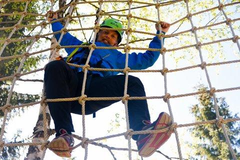– LEKEPLASS FOR ALLE: – Klatreparken i Trysil er en lekeplass som passer for folk i alle aldre, sier Robin von Braun, driftssjef i klatreparken Høyt & Lavt Trysil.