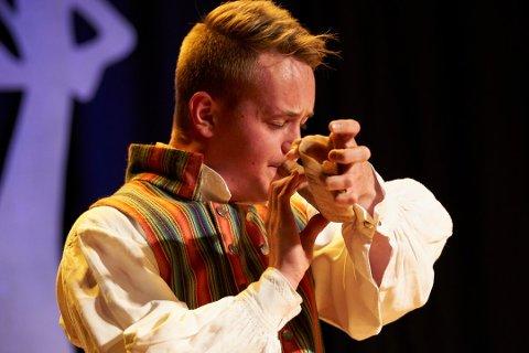 Bendik Smedåsgjelten Qvam deltok på landskappleiken for første gang med bukkehorn. Foto: Thor Hauknes