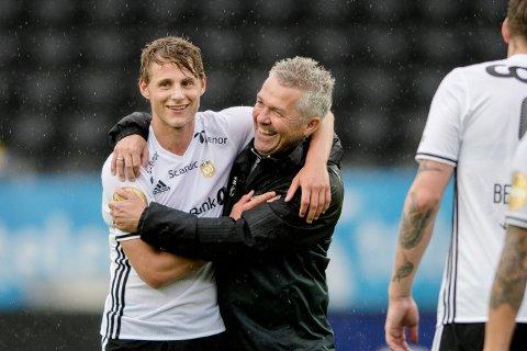 Rosenborgs Vegar Eggen Hedenstad gratuleres av trener Kåre Ingebrigtsen etter eliteseriekampen i fotball mellom Rosenborg og Sandefjord på Lerkendal stadion (5-1).
