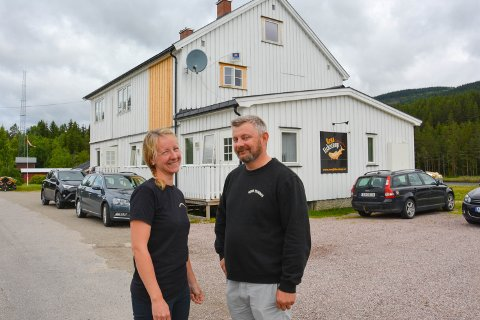 SOLGT:  Anta Skårestuen og Lars B. Johansen er ikke lenger eiere av Rena fiskecamp på Deset.