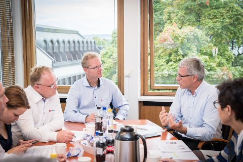 INNSPILL: NAV-direktør Bjørn Lien orienterte fiskeriminster Per Sandberg og stortingspolitiker Tor Andre Johnsen om «Hedmarksmodellen».