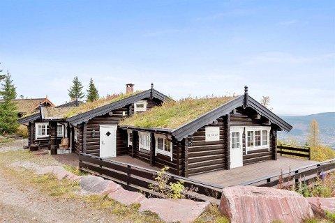 PRISHOPP: Denne hytta i Trysilfjellet sør selges med en prisantydning på 8,2 millioner. Det er langt mer enn den ble solgt for i januar for to år siden.