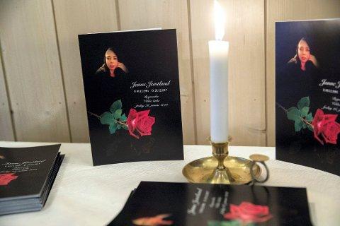 Program for Jannes begravelse var lagt ut i Veldre kirke fredag. Foto: Tore Meek / NTB scanpix