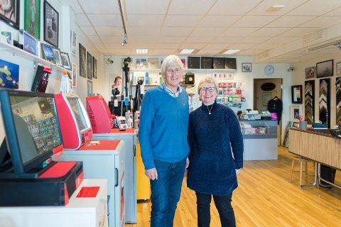 DUO: Per Holland og medeier og kollega Kristin Olsen har drevet butikken sammen i mange år. Foto: Jo E. Brenden