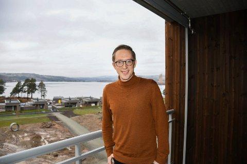 TIL BRUMUNDDAL: Stortingspolitiker Kristian Tonning Riise (30) har kjøpt leilighet ved Mjøsa og blitt brumunddøl.