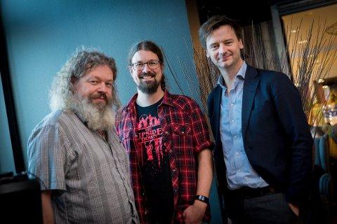 GAVE: Torgeir Waterhouse, Carl Andreas Myrland og Michael Oreld slår et slag for koding i skolen Foto: Jo E. Brenden