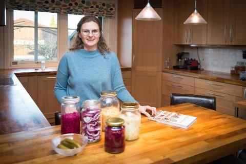 BEDRE HELSE: – Fermentert mat har bidratt til at helsa mi er blitt bedre, sier Trine Høgsveen. Foto: Jo E. Brenden