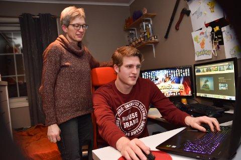 KREATIV: – Jeg er for alt som fremmer kreativitet. Det gjør dataspill, sier Monica Skybakmoen som har spilt mye smamen med sønnen Benjamin Vålbekk.