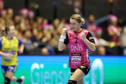 Vipers Karoline Olsen juber etter scoring under NM finalen lørdag. (Foto: Ørn E. Borgen / NTB scanpix)