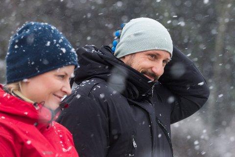 TIL LØTEN: Kronprins Haakon og kronprinsesse Mette-Marit kommer til Løten for å lære mer om beredskap i påskefjellet. Foto: Håkon Mosvold Larsen, NTB scanpix