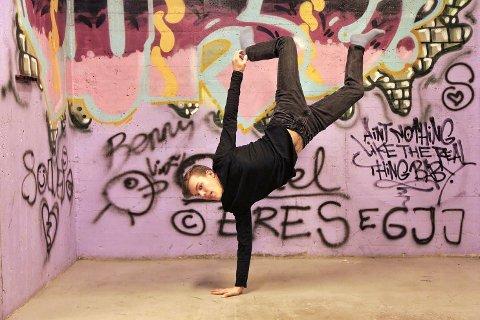 DANSELØVE: Gard Elias Lervang ble tidlig slukt opp av interessen for dans.