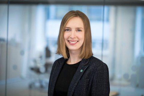 BLAR OPP: Forsknings- og høyere utdanningsminister Iselin Nybø (V) blar opp millionbeløp til fusjonsarbeidet ved Høgskolen i Innlandet. (Foto: Marte Garmann/Kunnskapsdepartementet)