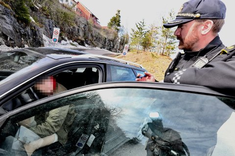 FØRERKORTBESLAG: Silje mistet lappen i kontrollen i Rælingen onsdag ettermiddag. Foto: Tom Gustavsen