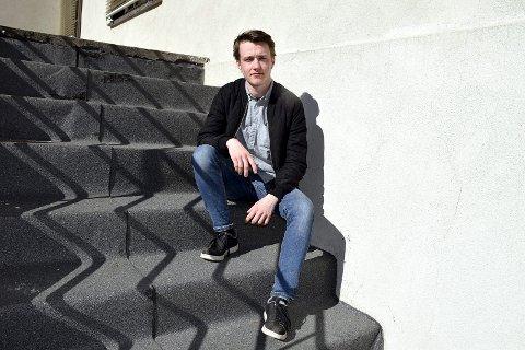 VENTER: Daniel Nordengen (22) fra Elverum har alltid visst at han var gutt. Men han ble født som Emilie. Nå håper han på fortgang i prosessen for å komme inn til kirurgiske inngrep. – Jeg skal klare å vente. Men jeg vet at mange sliter veldig når det skal ta så lang tid for å komme seg igjennom systemet, sier han.