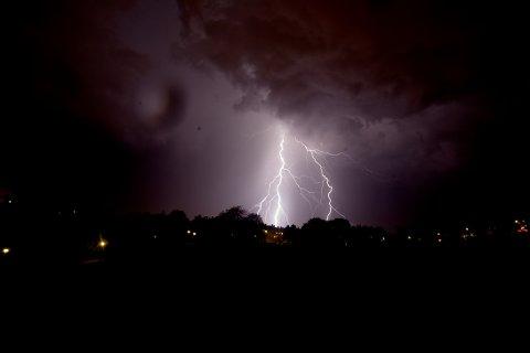 58 LYN: I løpet av to timer torsdag formiddag ble det registrert 58 lyn over Trysil og Engerdal. Dette er et illustrasjonsfoto, som ikke er tatt i de nevnte kommuer.
