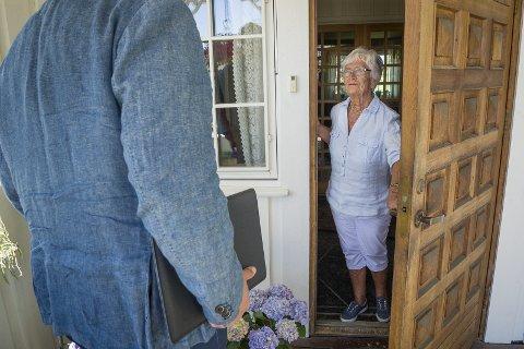 Pågående: Flere eldre i Åsnes opplever at den nærmest «skremmes» til å skrive under på en fiberavtale, og det hevdes at selgere ikke kommer med alle opplysninger om priser og fakta. ILLUSTRASJONSFOTO: JENS H. HAUGEN