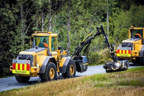 På grunn av stor skogbrannfare er det full stans av kantslått lang riks- og fylkesveger i Oppland, Hedmark, Akershus, Oslo og Østfold. (Foto: Mesta)
