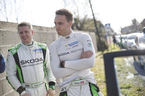 KLARE: Stig Rune Skjærmoen (t.v) og Ole Christian Veiby (t.h) er klare for Rally Finland