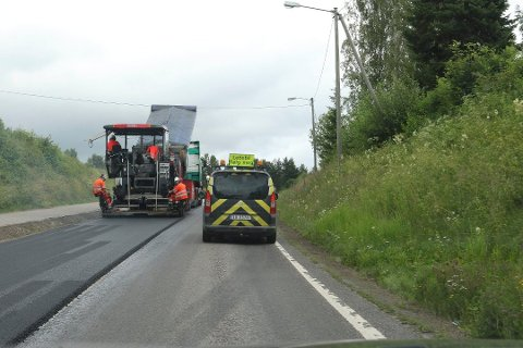 VIKTIGE HINDRE: Enkelte bilister ser veiarbeid som et stort hinder. Det er imidlertid viktig at dette arbeidet skjer på sommertid.