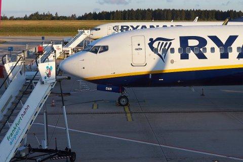 Nå må du betale hvis du vil ha med deg en stor håndbagasje på et Ryanair-fly. Foto: Thomas Frey, AP/NTB scanpix
