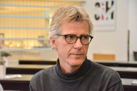 ÅPENHET: Professor Lars Lien oppfordrer foreldre i Elverum til å snakke om det tragiske drapet.