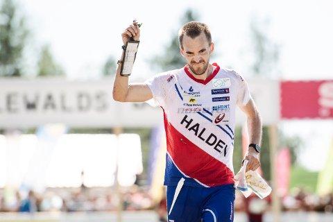 Magne Dæhli sikret norsk stafettseier i verdenscupfinalen og prøve-VM. (Foto: Erik Simander/TT / NTB scanpix)