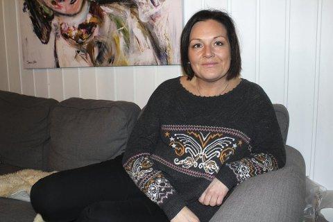 KRITIKKVERDIG: Ragnhild Vangerud og hennes søsken synes det er kritikkverdig hvordan faren har det på Grue sykehjem. De peker på at det er altfor lav bemanning, og ifølge Vangerud lå faren ustelt i sengen da hun kom på besøk ti over elleve om formiddagen lørdag. Foto: Kenneth Mellem