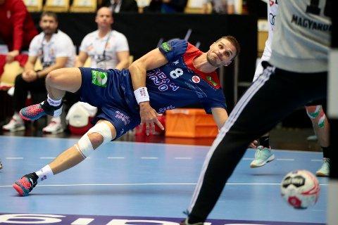 Bjarte Myrhol scorer i VM-kampen i håndball mellom Norge og Ungarn onsdag.