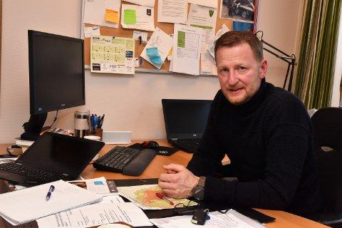 PÅ LETING: - Vi har ikke funnet noen inngått skriftlig avtale mellom Osen Il og Åmot kommune fra 1989 i våre arkiver. Men siste ord er nok ikke sagt, sier enhetsleder landbruk Jesper Engel.