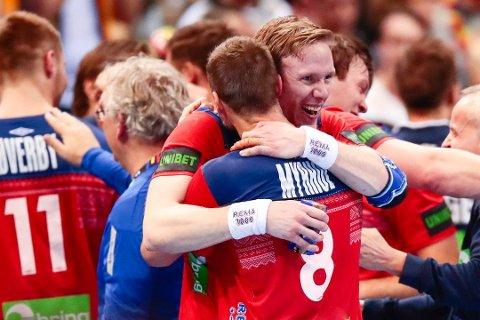 STRÅLTE: Magnus Gullerud var en av banens giganter da Norge tok seg til VM-finale i håndball fredag kveld. Foto: Lise Åserud, NTB scanpix