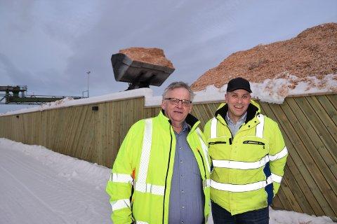 NY FLISTERMINAL: - Den nye flisterminalen på Koppang er viktig for å utvikle Moelven Østerdalsbruket videre, sier konsernsjef Morten Kristiansen (tv) og daglig leder Anders Grønli.