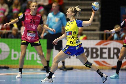Malene Aambakk og Storhamar fikk en tøff start på bortekampen mot Oppsal onsdag, men halte i land en 34-28-seier.