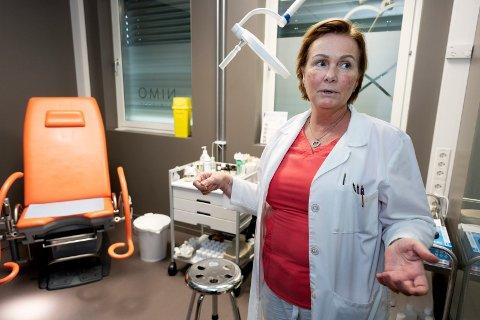 NYTT TILBUD: – Hvis oppvaskmaskinen din lekker, reparerer du eller kjøper ny. Hvis du lekker, reparerer vi det. Det skal ikke være mer skummelt, sier Nina Willumsen ved Nimo klinikken.