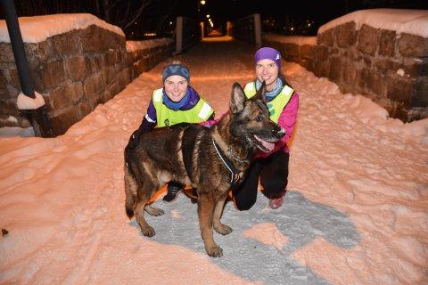EN TIME: – Vi pleier å løpe en time, sier Matilde  Bauer-Nilsen Eidsvåg (til venstre) og Isabella Midthassel.