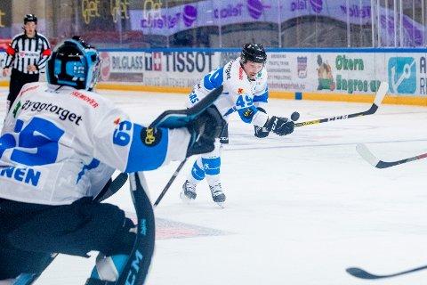 Arttu Niskakangas og Narvik måtte se seg slått av Storhamar i søndagens eliteseriekamp i ishockey. Bildet er fra en tidligere kamp. Foto: Stian Lysberg Solum / NTB scanpix