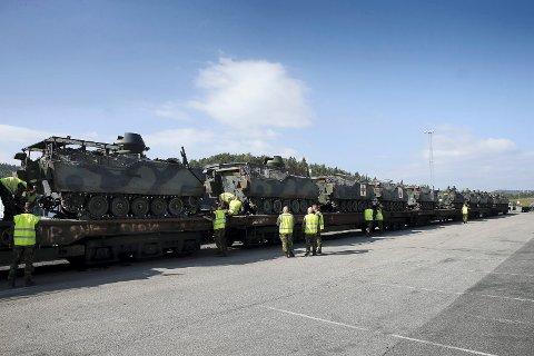 MILITÆRT SIDESPOR: I et innspill til den nye langtidsplanen for Forsvaret framsettes det et ønske om et militært sidespor på Hovdmoen for avlasting av militært materiell.