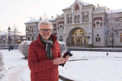 NY FORMIDLING: – Ved bruke ny teknologi kan vi gi folk nye opplevelser når de beveger seg ute, sier Lage Thune Nyberget.