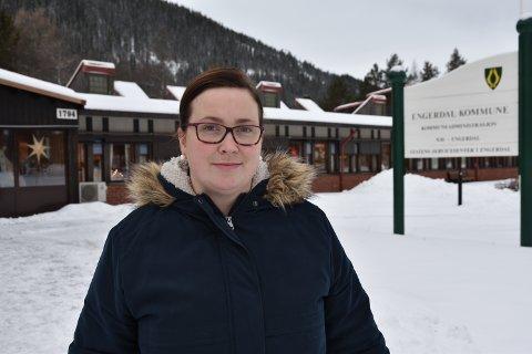 HJELP: – Jeg slipper å gjøre denne jobben alene, sier Line Storsnes (33) som ble kastet inn som ordfører da Lars Erik Hyllvang døde brått.