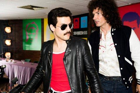BOHEMIAN RHAPSODY: Rami Malek som Freddie Mercury og Gwilym Lee som Brian May i Queen-filmen Bohemian Rhapsody. (Foto: Alex Bailey/Twentieth Century Fox)