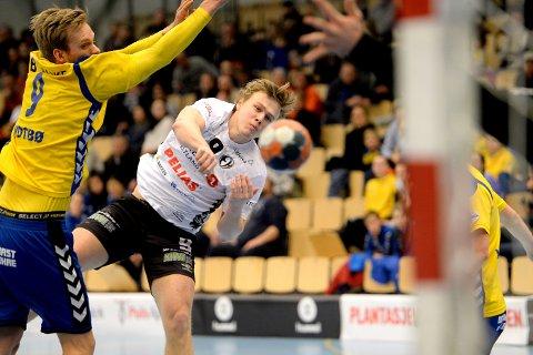 ENDTE GODT: Simen Holand Pettersen og Elverum slet lenge mot Bækkelaget, men dro i land poengene i kampens siste minutter.