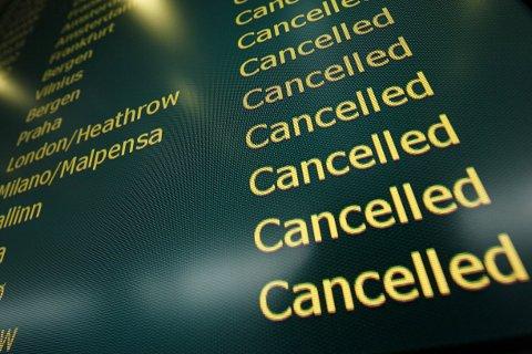FULL STANS: Det er full stans i flytrafikken ved Gardermoen fredag morgen.