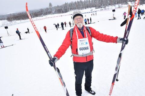 DYR DEBUT: Einar Øftsaas fra Åmot debuterer i Birken som 70-åringen. Utstyret har kostet nærmere 15.000 kroner. - Galskap, innrømmer han før start.