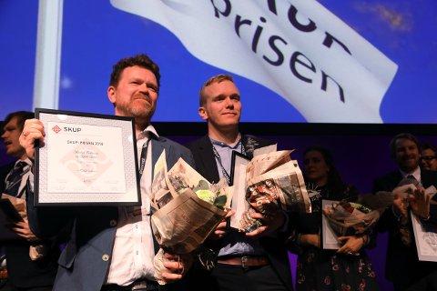 DN-journalistene Kjetil Sæter (t.v.) og Markus Tobiassen fikk årets SKUP-pris for avsløringene av hvordan det er manipulert med Tidals spillelister.